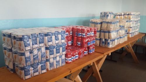 O particica din alimentele achizitionate in 2014 cu ajutorul donatiilor si distribuite celor peste 100 de locuitori ai comunei.